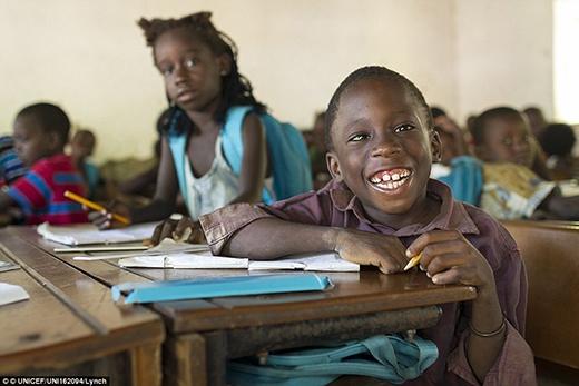 Cậu bé Usher Sanca 7 tuổi - học sinh cấp một tại Unicef - tổ chức hỗ trợ trường tổng hợpPonta Nova, thị trấn Ponta Nova, khu vực Oio, Guinea Bissau.