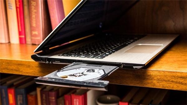 Ông lớn điện máy Toshiba một thời đã công bố ngưng sản xuất laptop truyền thống vào tháng 3. Đây không phải bất ngờ lớn khi laptop ngày càng chuyển sang thiết kế mỏng nhẹ, lai phablet.