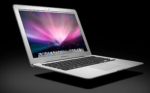 Khi MacBook Pro ra mắt, dòng Air vẫn không được thay đổi gì, trong khi mất dần lợi thế mỏng nhẹ vào tay người mới. Tuy vẫn chưa có tin tức xác thực nhưng rất nhiều khả năng Apple sẽ khai tử dòng Air trong năm 2017.