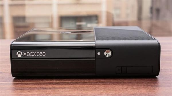 Dòng Xbox 360 ra mắt từ năm 2005 và được nâng cấp liên tục qua nhiều năm. Nhưng Xbox One năm 2013 đang tỏ ra có nhiều lợi thế cạnh tranh hơn. Nhiều khả năng Microsoft sẽ dừng dòng này vào năm sau.