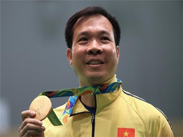 Hoàng Xuân Vinhlà vận động viên đầu tiên và duy nhất tính đến nay của thể thao Việt Nam giành được huy chương vàng tại đấu trường Thế vận hội Olympic 2016.