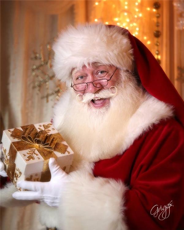 Một cậu bé 5 tuổi muốn được gặp Ông già Noel trước khi qua đời vì bệnh nặng.