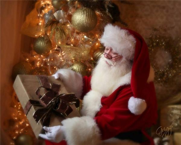 """""""Ông già Noel, ông có thể ôm cháu không?"""""""