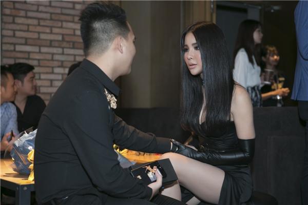 Diệp Lâm Anh được bạn trai lái siêu xe đến dự ra mắt phim - Tin sao Viet - Tin tuc sao Viet - Scandal sao Viet - Tin tuc cua Sao - Tin cua Sao