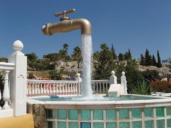 Vòi nước lơ lửng ởAqualand, Puerto de Santa Maria.