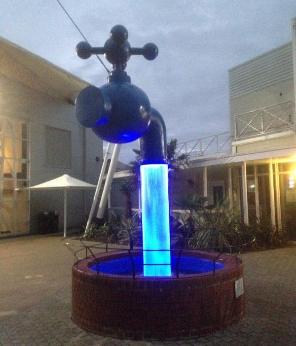 Vòi nước chuyển màu ảo diệu tại khu cắm trạiButlins, Sketness, Anh.