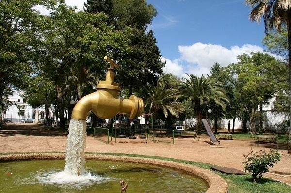 Vòi nước trong công viênOlivenza, Tây Ban Nha.