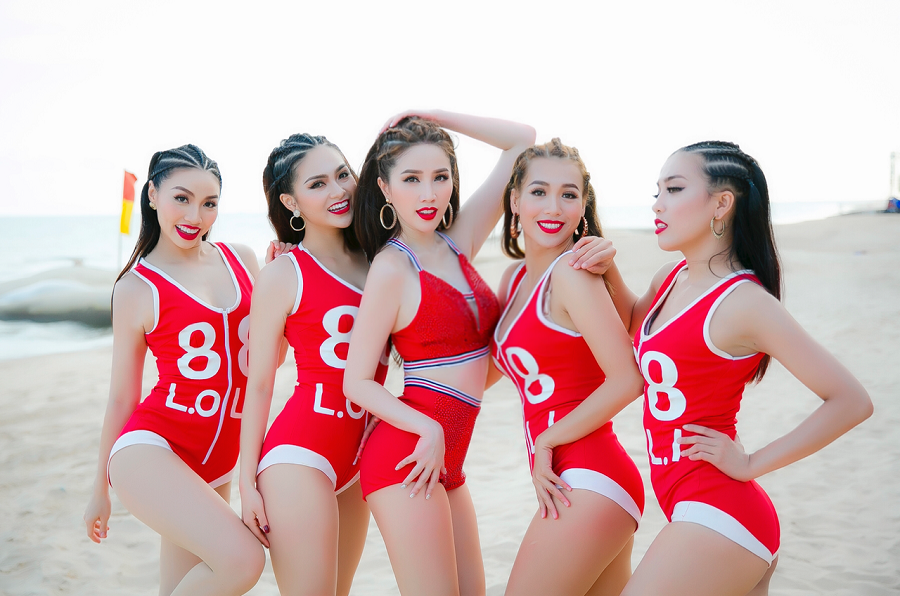 Điều khiến khán giả bất ngờ nhất khi xem teaser MV Lollipop là Bảo Thy đã lột xác hoàn toàn với hình tượng gợi cảm trong bộ jumpsuit đỏ vô cùng nóng bỏng cùng những bước nhảy điêu luyện bên bờ biển. - Tin sao Viet - Tin tuc sao Viet - Scandal sao Viet - Tin tuc cua Sao - Tin cua Sao