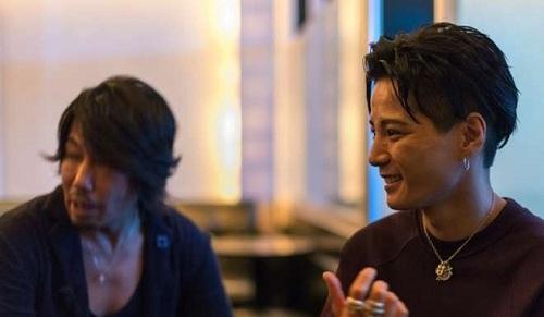 Anh Onizuka, chủ câu lạc bộ Shangrila (phải) cùng anh Tachibana, quản lý (trái)