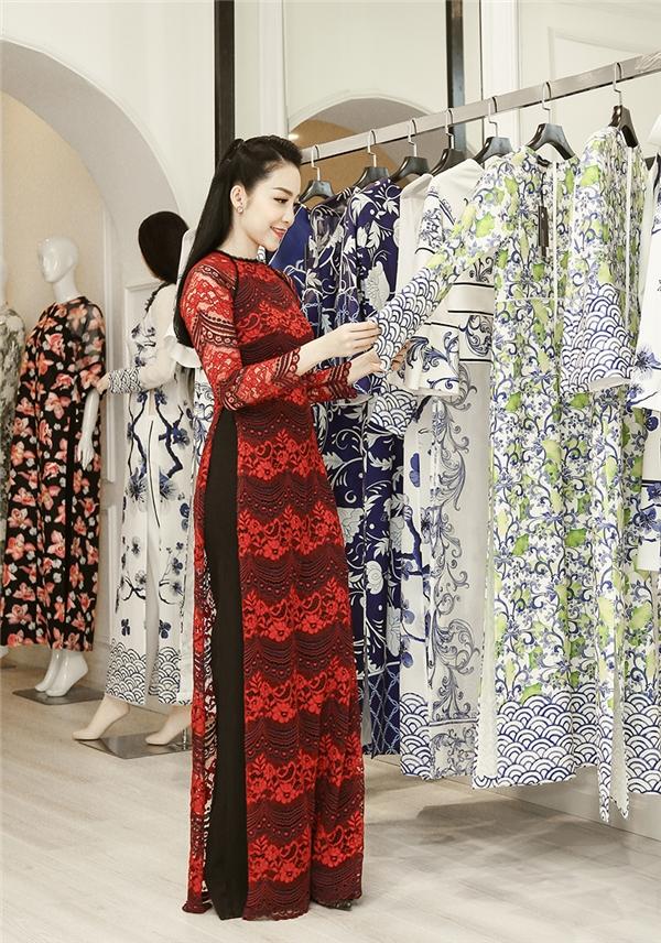 Chiếc áo dài ren được Adrian Anh Tuấn đặc biệt thiết kế phù hợp với vóc dáng của Linh Nga