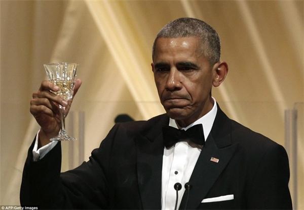 Ông Obama ngậm ngùi trong quốc yến thứ 13 và cũng là quốc yến cuối cùng của ông trên cương vị Tổng thống Mỹ. (Ảnh: Internet)