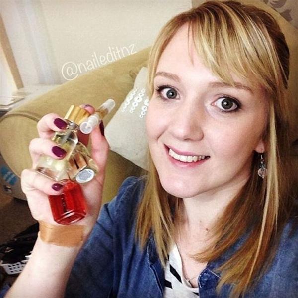 Jessie Mills -thợ làm móng tay người New Zealand, khá đình đám với 26.500 người theo dõi trên Instagram, 50.000 người trên Youtube và 44.500 người trên Facebook. (Ảnh: Instagram)