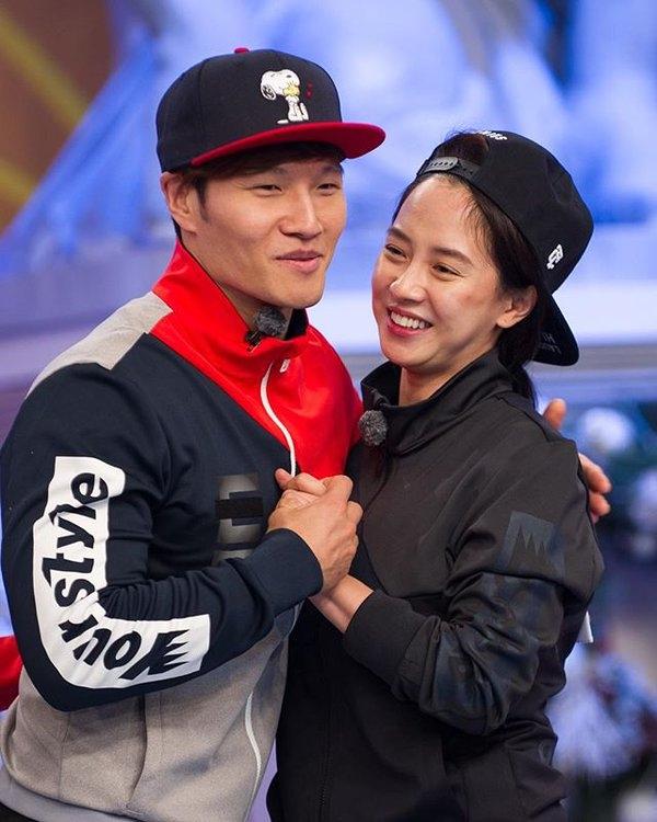 Sáng nay đại diện công ty của Kim Jong Kook và Song Ji Hyo chính thức xác nhận cả hai sẽ rời Running Man.