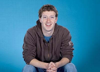 Sinh ra trong một gia đình Mỹ gốc Do Thái tại New Yorrk, ngay từ lớp 6, Mark đã bắt đầu học lập trình máy tính. Năm 19 tuổi, anh được nhận vào khoa lập trình máy tính của đại học Havard. Cũng chỉ sau 2 năm, Mark bỏ học để tập trung hoàn thành dự án thành lập trang mạng xã hội đông đảo nhất hiện nay.