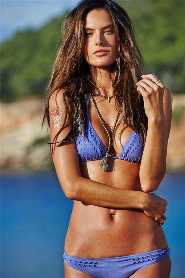 Thiên thần Alessandra Ambrosio luôn nằm trong top sao nữ quyến rũ nhất thế giới.