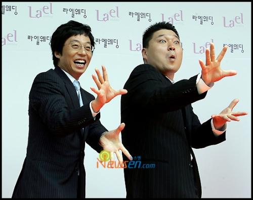 Hàng loạt cư dân mạng chĩa mũi dùi vào Kang Ho Dong, cho rằng anh là một trong những nguyên nhân khiến SBS quyết định để Song Ji Hyo và Kim Jong Kook rời khỏi.