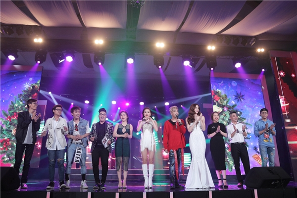 Khép lại chương trình, Bùi Anh Tuấn đã thật sự ghi dấu ấn thành công với đêm nhạc kỉniệm 5 năm ca hát và bắt đầu một hành trình mới đầy hứa hẹn. - Tin sao Viet - Tin tuc sao Viet - Scandal sao Viet - Tin tuc cua Sao - Tin cua Sao
