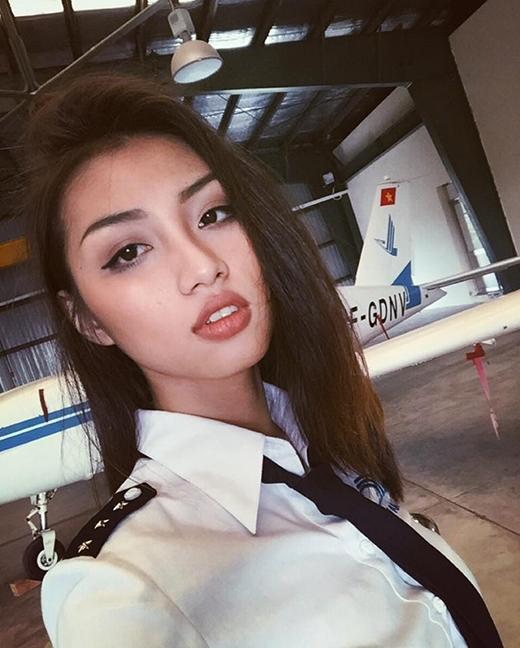 """Cô nàng sinh viên Học viện Hàng không Việt Nam xinh đẹp và đang rất """"hot""""."""