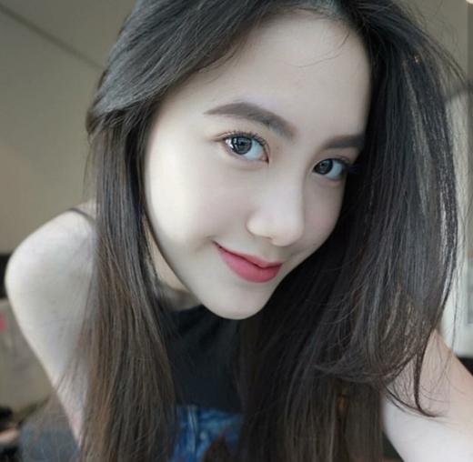 """Hotgirl Lào gốc Việt """"vạn người mê""""."""