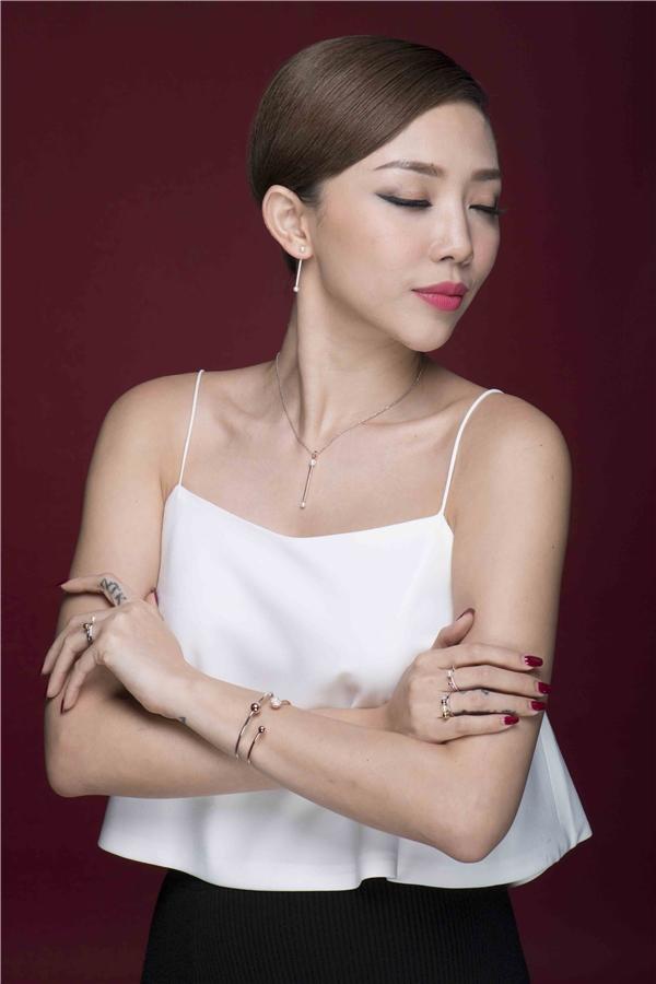 Hiện tại, Tóc Tiên đang rất đắt show trong mùa cuối năm, lịch trình của cô được phủ kín toàn bộ trong tháng 12. - Tin sao Viet - Tin tuc sao Viet - Scandal sao Viet - Tin tuc cua Sao - Tin cua Sao