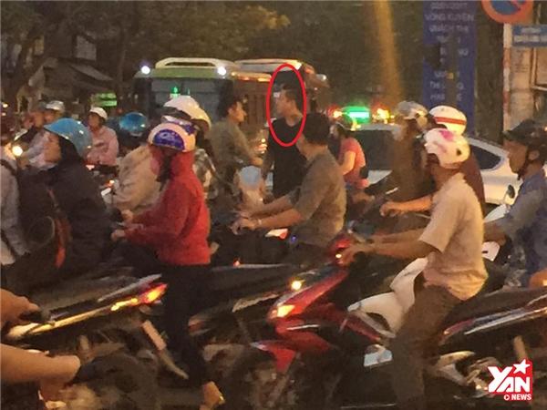 Hành động lạ của Tuấn Hưng khi kẹt xe khiến fan nở mũi tự hào - Tin sao Viet - Tin tuc sao Viet - Scandal sao Viet - Tin tuc cua Sao - Tin cua Sao