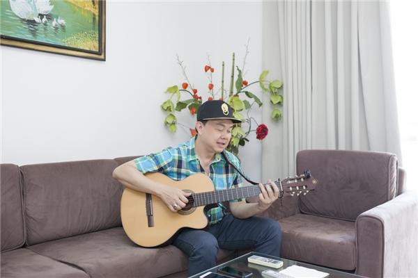 Là nghệ sĩ đa tài, anh cũng thường chơi đàn và sáng tác nhạc mỗi khi rảnh rỗi. Đây là những thú vui giúp làm nên nét duyên khó lẫn của Chí Tài qua những tiểu phẩm lồng ghép những đoạn nhạc chế, giả giọng đầy hài hước. - Tin sao Viet - Tin tuc sao Viet - Scandal sao Viet - Tin tuc cua Sao - Tin cua Sao