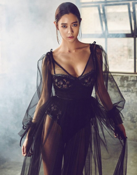 Clara vô cùng nóng bỏng trên các tạp chí thời trang.