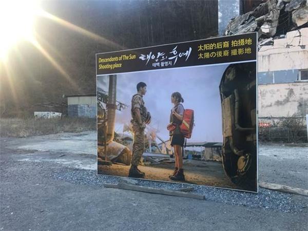 Diệp Lâm Anh và Phụng Yến đến Hàn đóng phim hậu duệ mặt trời