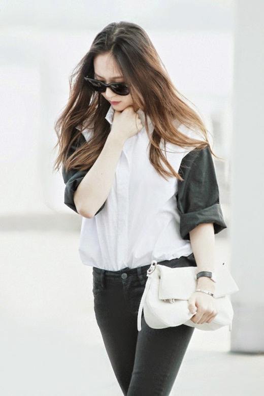Nữ ca sĩ sở hữu vóc dáng chuẩn, dễ mặc đồ, Krystal chính là người mẫu hiệu quả nhất cho thương hiệu riêng của chị gái Jessica.