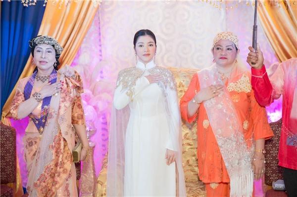 Chủ trì lễ sắc phong là Hoàng đế Sultan Mangacop Umpa Saud. Buổi lễ có sự tham dự của đại diện Tổng thống Durtete, lãnh đạo chính quyền thành phố Davao, đặc biệt là gần 1.000 người đại diện các vùng miền của bộ tộc Mindanao.
