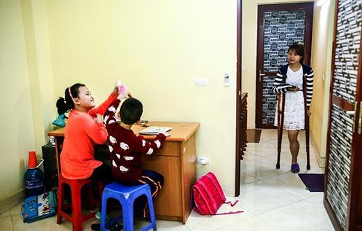 Lệ Thu làm gia sư cho 2 bé tiểu học 2 buổi/tuần khi còn là sinh viên.