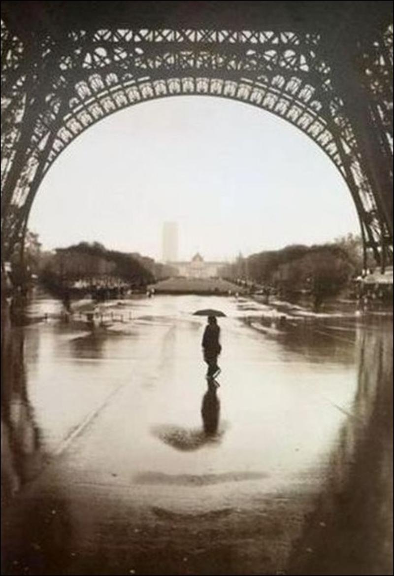 Đây là khuôn mặt một cô gái hay là cảnh chụp dưới chân tháp Eiffel?