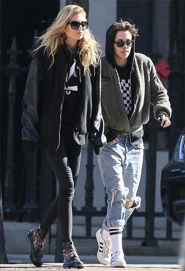 Đi cùng Kristen làStella Maxwell.