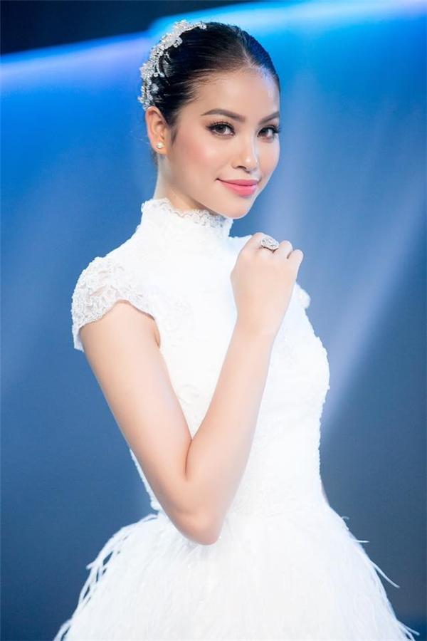 Thu Thảo, Phạm Hương: Hai nàng hoa hậu phá đảo mọi kiểu trang điểm
