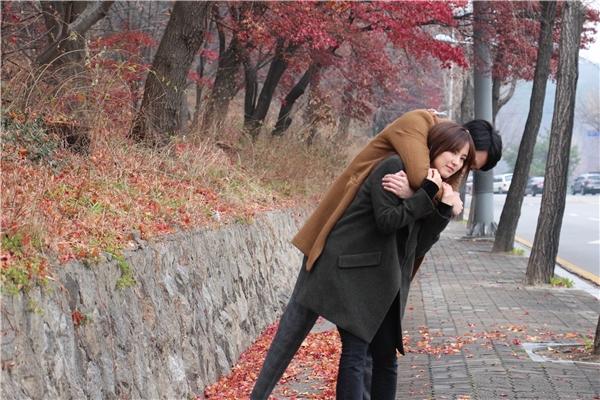 Diễn viên trẻ Hong Dami người Hàn Quốc đã cùng Rocker Nguyễn nhập vai rất ngọt ngào để có được những cảnh quay lãng mạn như ý. - Tin sao Viet - Tin tuc sao Viet - Scandal sao Viet - Tin tuc cua Sao - Tin cua Sao