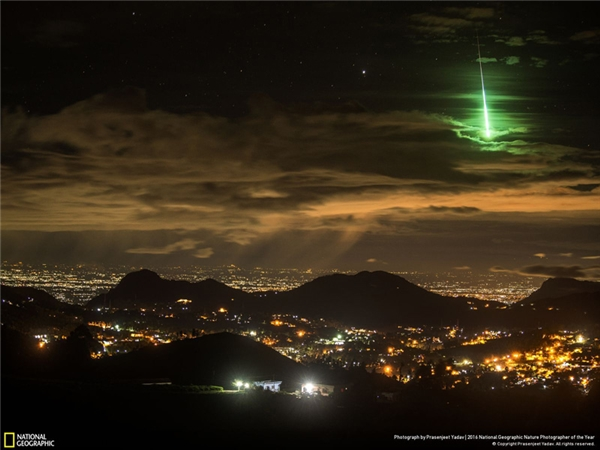 Một ngôi sao băng màu xanh lá cây vụt qua bầu trời Ấn Độ và chỉ kéo dài 15 giây trước khi biến mất. (Ảnh: Prasenjeet Yadav)