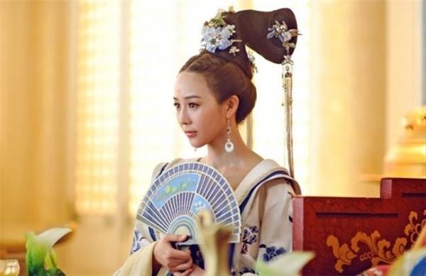 TrongVõ Mị Nương truyền kỳ, nhân vật Từ Huệ do Trương Quân Ninh thể hiện không chỉ xinh đẹp mà còn giỏi thơ văn.