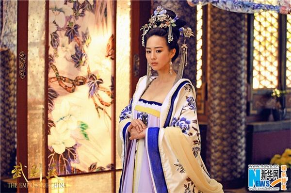 Do hiểu nhầm cộng với ghen tị, Từ Huệ dần biến chất, trở thành người đáng sợ nhất nhì hoàng cung.