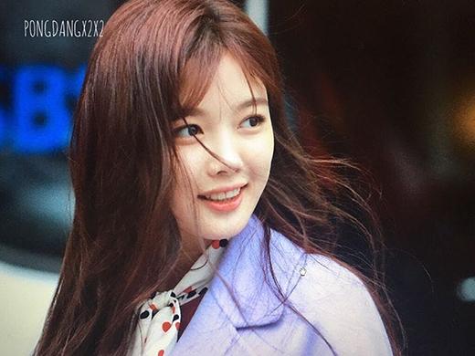 Sao nhí Kim Yoo Jung dù bị sưng má vẫn đáng yêu không chịu được