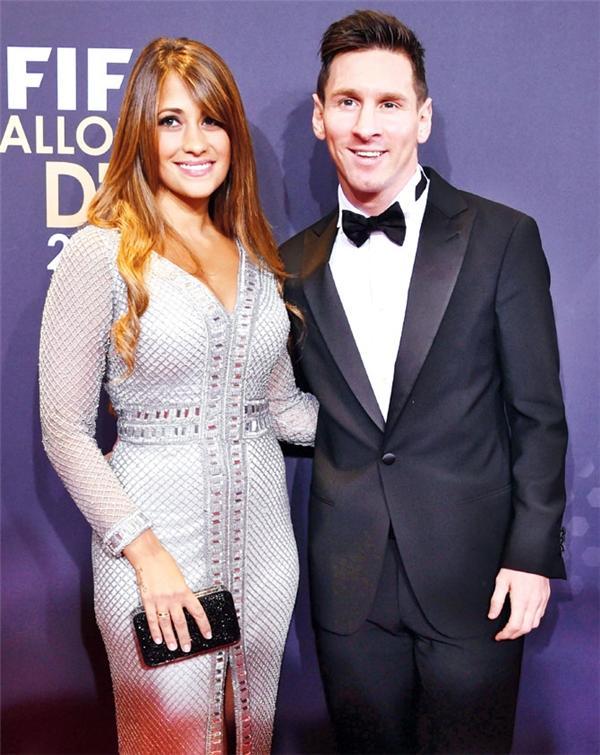 Lionel Messi sẽ cưới bạn gái trong năm sau.
