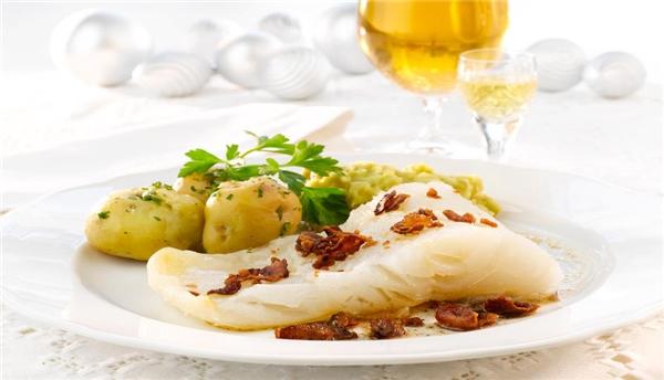 Lutefisk là cá tuyết khô ngâm ngập trong dung dịch kiềm.