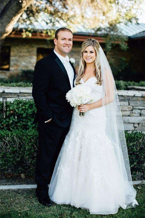 Được tận mắt chứng kiến cảnh người chồng của mình cứu sống được người khác, Kelly cảm thấy vô cùng cảm động và hãnh diện.