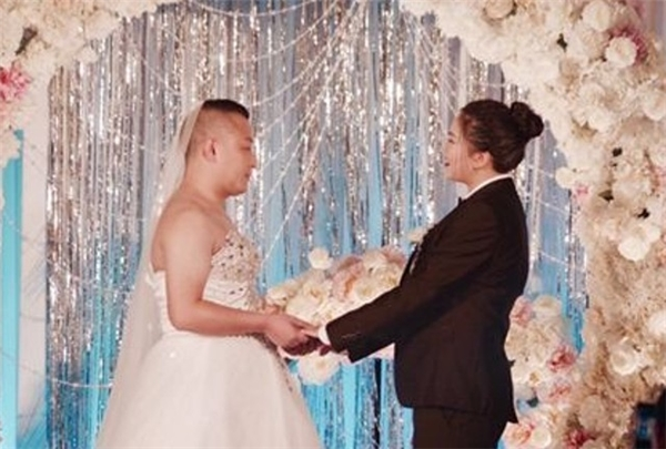 """Đám cưới độc lạ """"hiếm có khó tìm"""" ở Tứ Xuyên, Trung Quốc."""