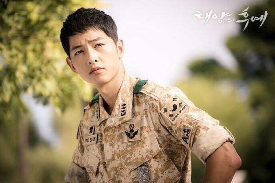 Đại úy Yoo của Hậu duệ mặt trời - Song Joong Ki giành vị trí thứ hai với 28,1% lượt bình chọn.