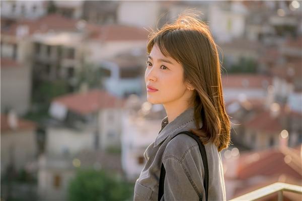 Với vai diễn bác sĩ Kang Mo Yeon, Song Hye Kyo để lại ấn tượng tốt trong lòng khán giả và về thứ ba với thành tích 12,6%.
