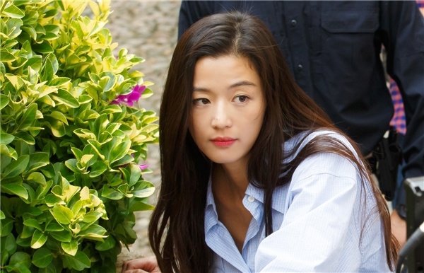 Vai diễn nàng tiên cá trong Huyền Thoại Biển Xanh giúp Jun Ji Hyun giành 2,9% bình chọn, đừng vị trí thứ 9.