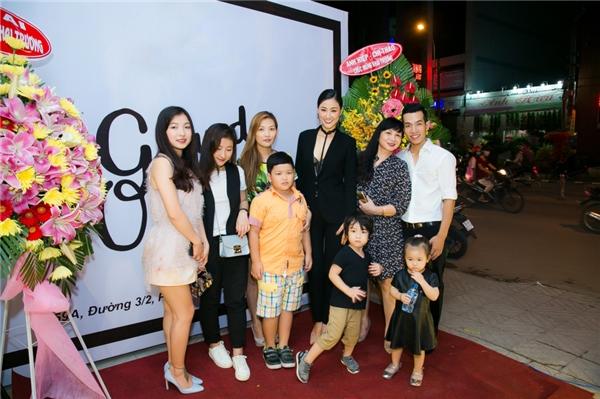 Người thân trong gia đình cũng có mặt để ủng hộMaya - Tin sao Viet - Tin tuc sao Viet - Scandal sao Viet - Tin tuc cua Sao - Tin cua Sao