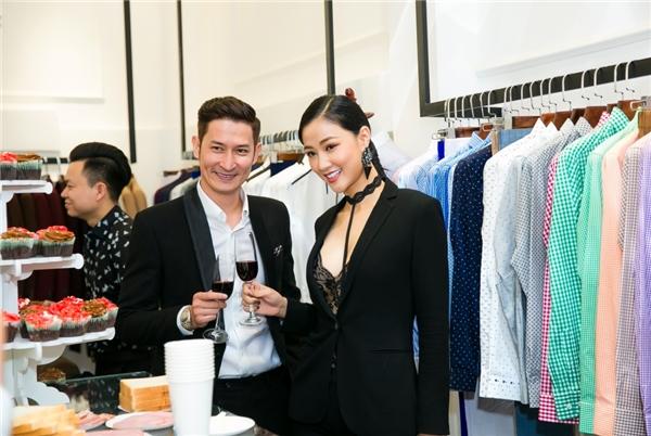 """Huy Khánh đến chúc mừng cửa hàng thời trang của """"bà mẹ một con"""". Kể từ sau khi tham gia phimSài Gòn, Anh yêu em,hai anh em khá thân thiết với nhau - Tin sao Viet - Tin tuc sao Viet - Scandal sao Viet - Tin tuc cua Sao - Tin cua Sao"""