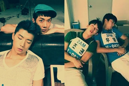Thành viên 2am ngủ gà ngủ gật khi tham gia show.