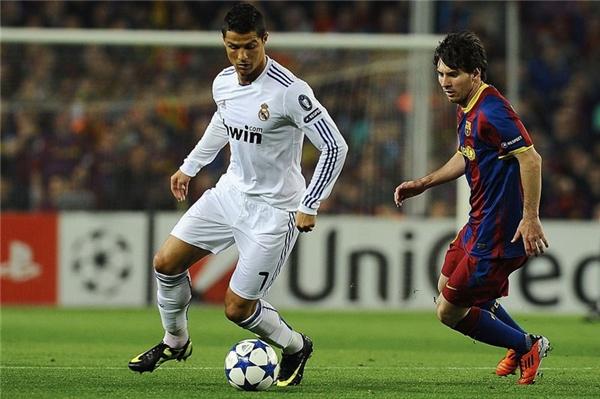 Ronaldo luôn vượt trội hơn Messi về tốc độ và thể hình, đặc biệt những tình huống tranh chấp cần đến sức mạnh.